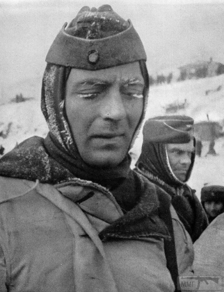 21503 - На стройке немцы пленные на хлеб меняли ножики...