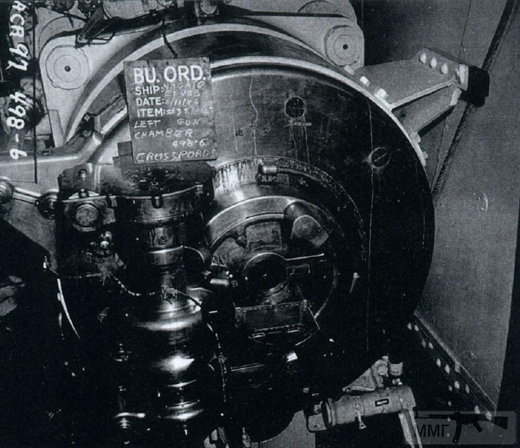 23100 - Казенная часть левого орудия башни №3, затвор закрыт