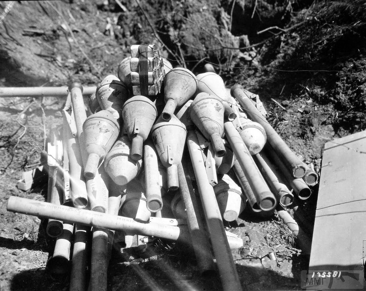 23930 - Ручной противотанковый гранатомет Panzerfaust (Faustpatrone)