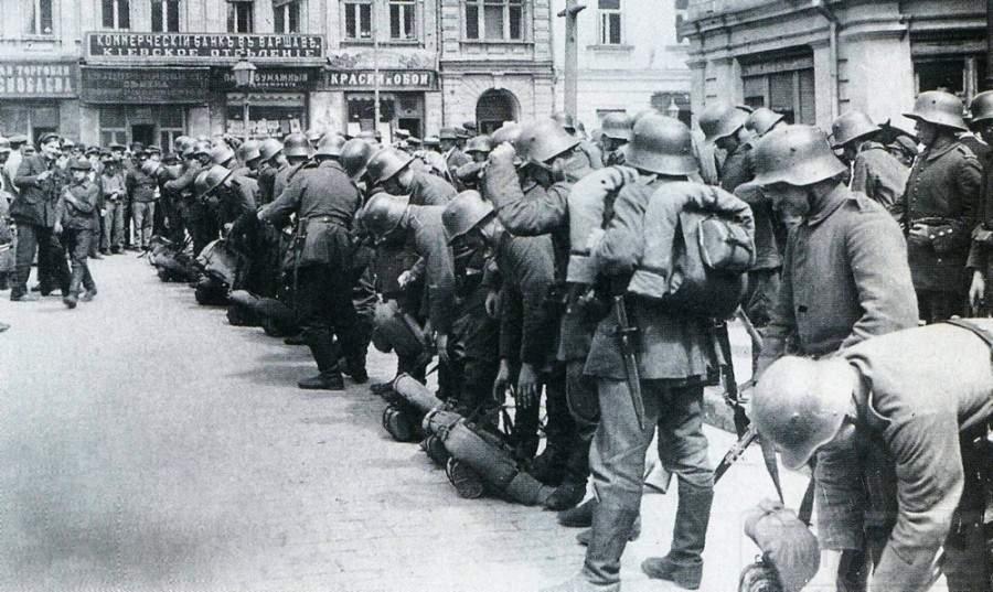 2471 - Когда уходят немцы...