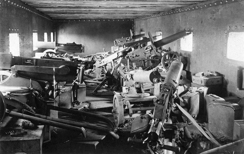 2647 - Внутри бронепоезда. Чаплино. Днепропетровская область. Украина. 1918 г.