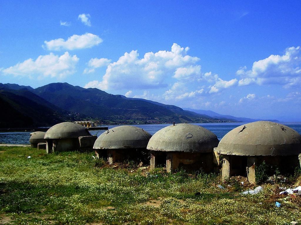 2666 - Албания и ее бункеры