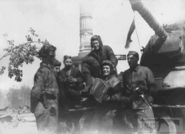 27005 - Русский герой обороны Берлина