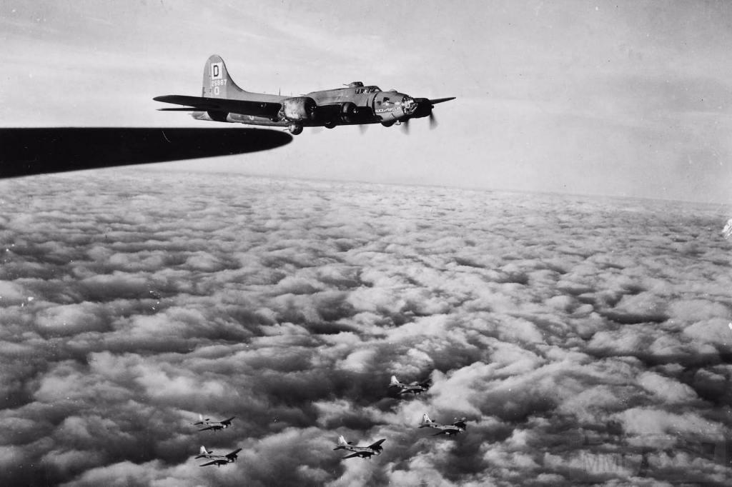 2736 - Стратегические бомбардировки Германии и Японии
