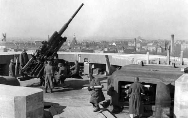 2795 - Стратегические бомбардировки Германии и Японии