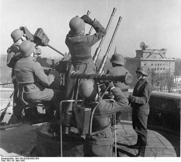 2797 - Стратегические бомбардировки Германии и Японии