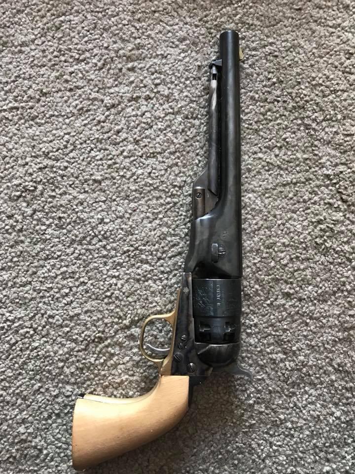 30450 - Шпилечный револьвер — сабля.