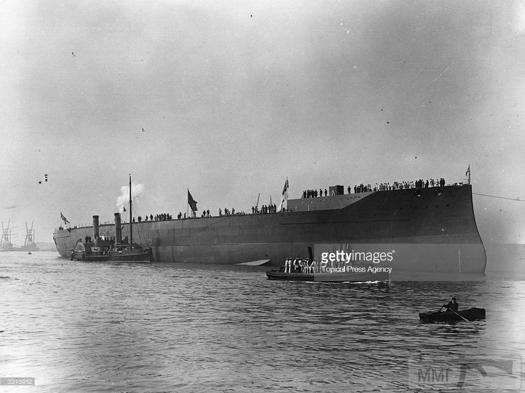 30885 - HMS Iron Duke после спуска на воду 12 октября 1912 г.
