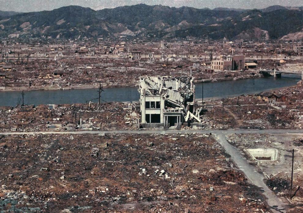 3162 - Цветная фотография разрушенной Хиросимы в марте 1946 года. (U.S. National Archives)