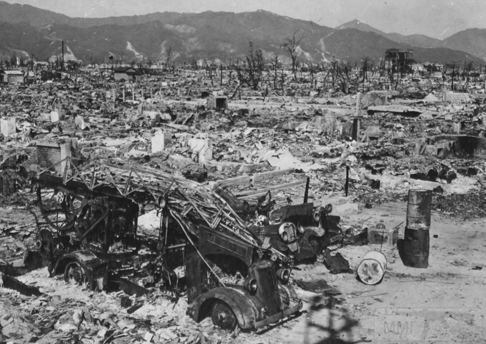 3167 - Пожарное отделение Хиросимы потеряло свой единственный автомобиль, когда западная станция была уничтожена взрывом атомной бомбы. Станция находилась в 1 200 метрах от эпицентра. (U.S. National Archives)