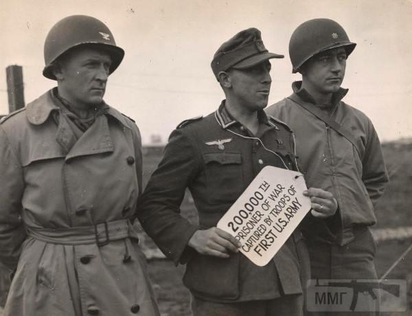 32902 - Двухсоттысячный немецкий солдат, захваченный в плен 1-й армией (США)