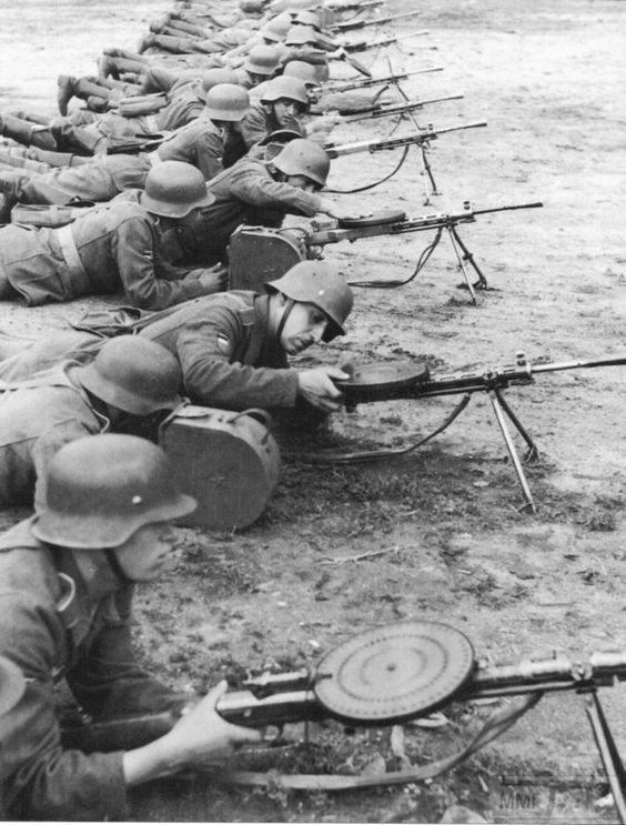33247 - Военное фото 1941-1945 г.г. Восточный фронт.