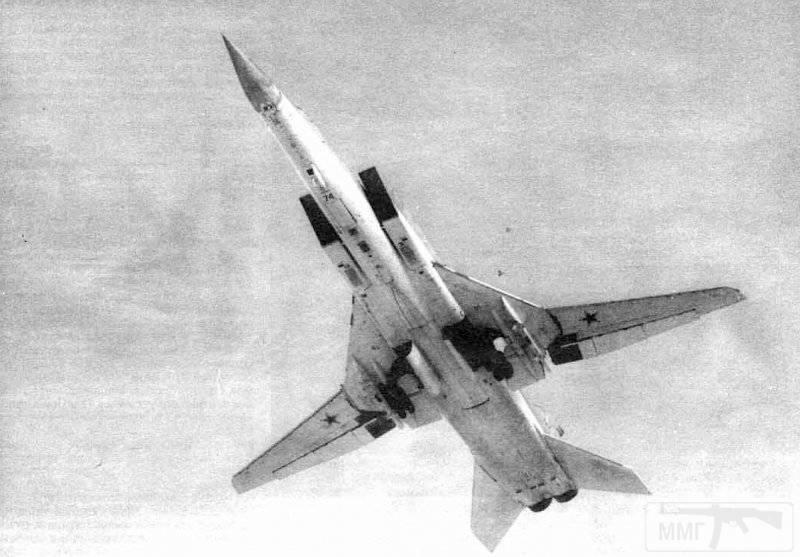 3424 - На Ту-22МЗ (борт 74) из 132-го ТБАП несколько боевых вылетов выполнил ген.-м-р Д.М.Дудаев