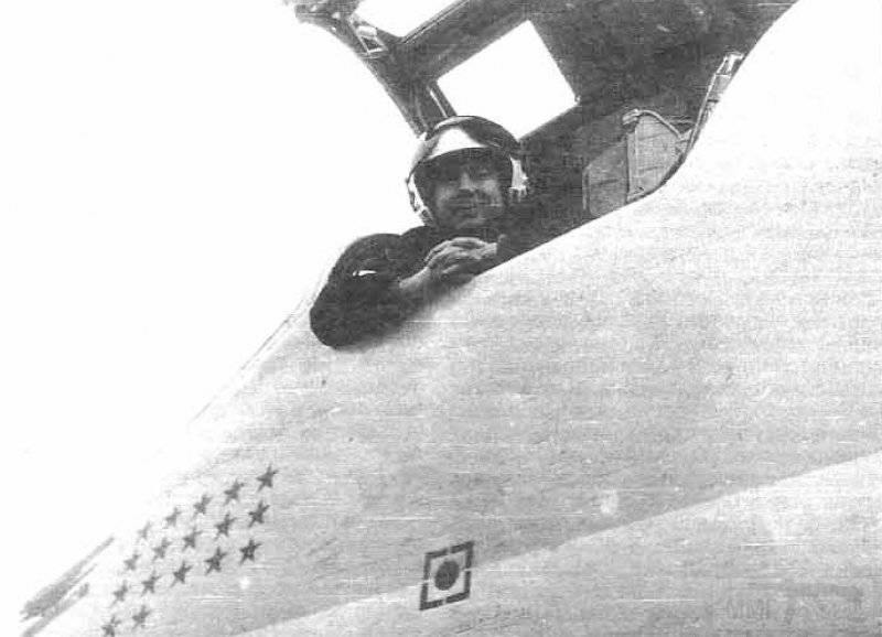 """3426 - Командир отряда 185-го Гв.ТБАП м-р В.И.Бандюков в кабине своего """"Бэкфайра"""". Мары-2, ноябрь 1988 г. Каждая звездочка на борту дальних бомбардировщиков означала боевой вылет"""