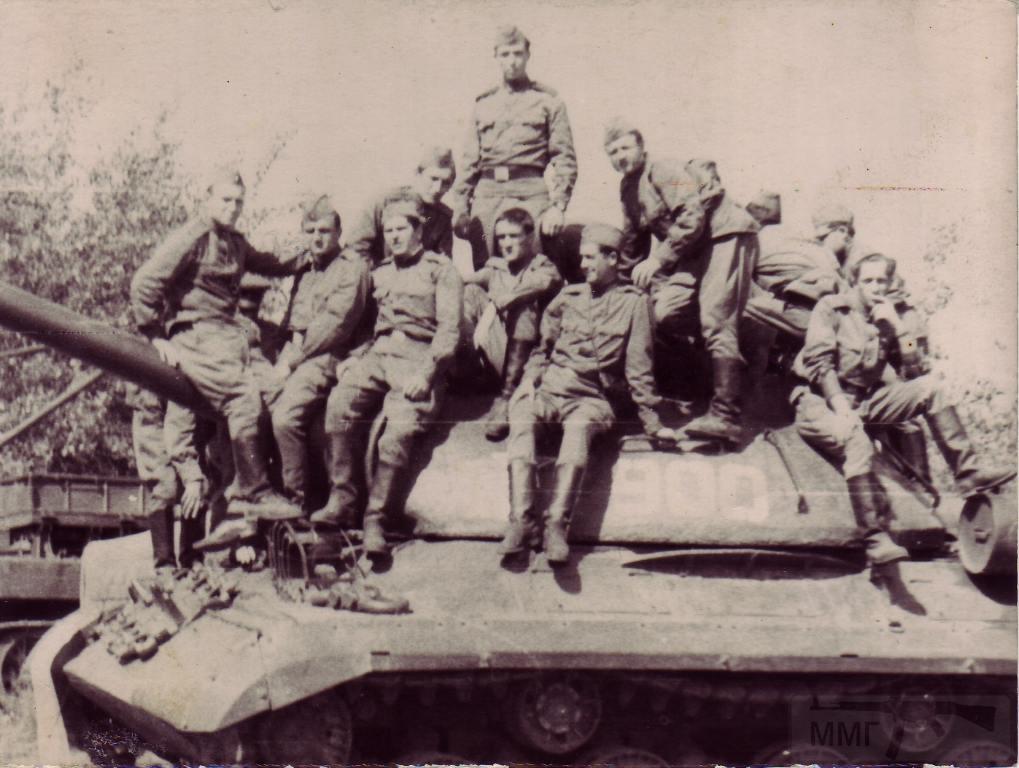 3430 - Студенты на военных сборах. Танк ИС-3. 1967 год.