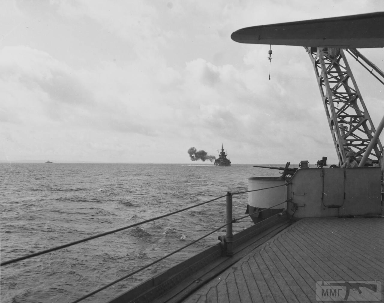 35265 - USS Idaho (BB-42) ведет огонь по Окинаве, 28 марта 1945 г., фото с борта USS West Virginia (BB-48)
