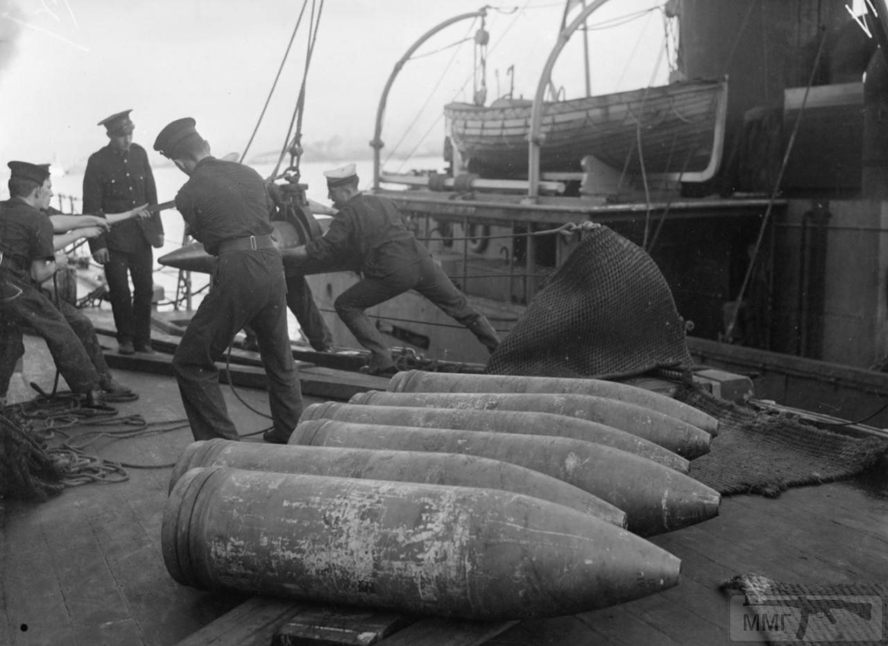 35367 - Погрузка боезапаса на HMS Barham