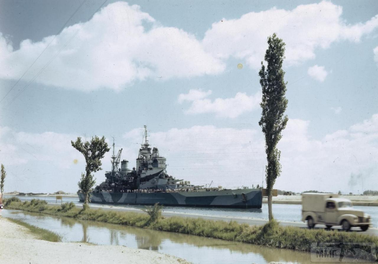 35373 - HMS Howe проходит Суэцкий канал, 14 июля 1944 г.