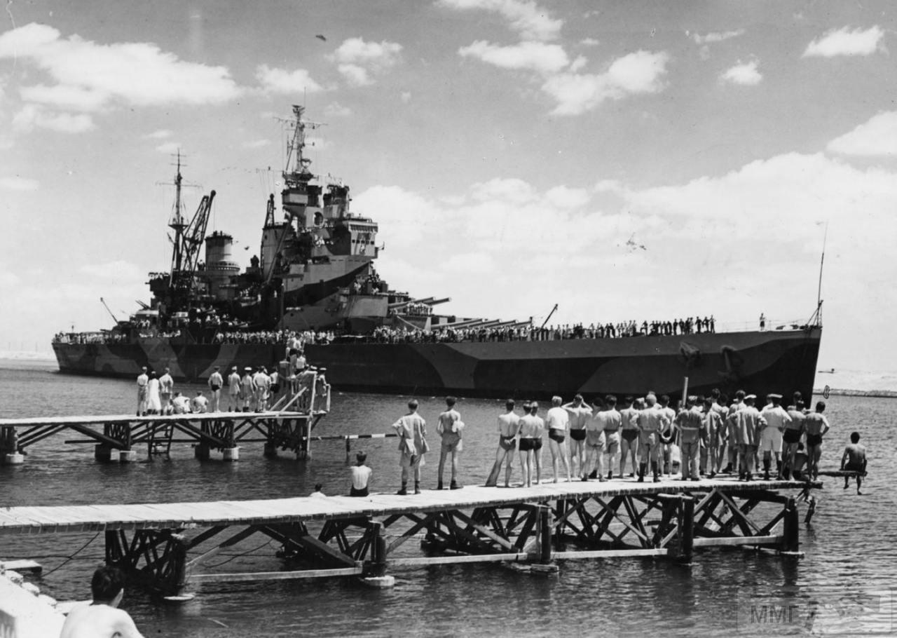 35376 - HMS Howe проходит Суэцкий канал, 14 июля 1944 г.
