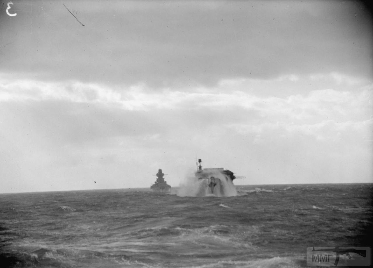 35385 - Линкор Richelieu и авианосец HMS Furious, февраль 1944 г. Снимок с борта линкора HMS Anson