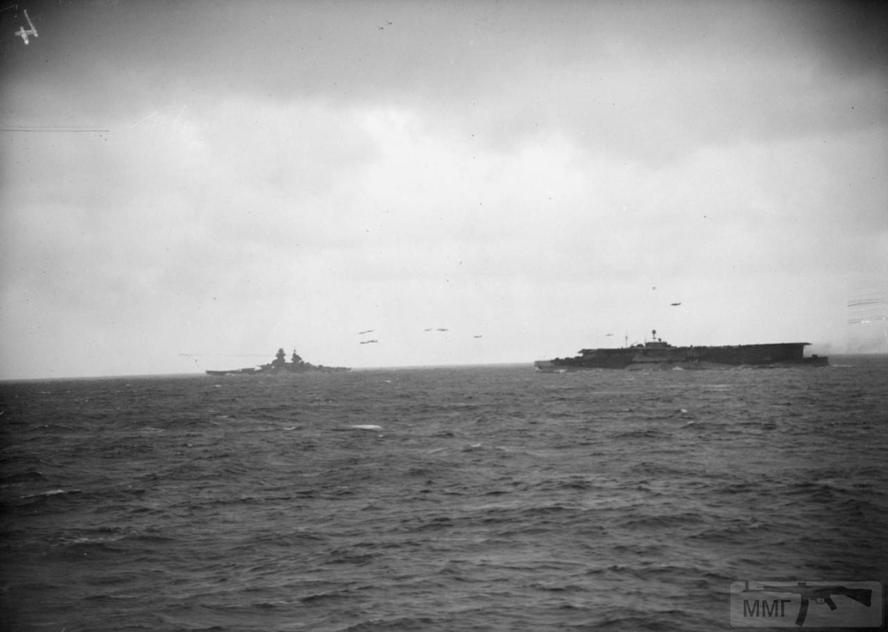 35386 - Линкор Richelieu и авианосец HMS Furious, февраль 1944 г. Снимок с борта линкора HMS Anson