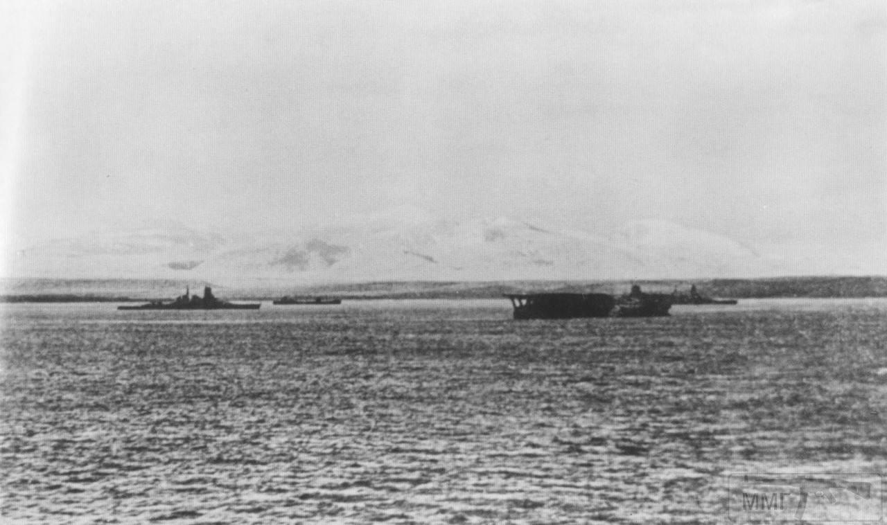 35527 - Линкор Kirishima, Авианосец Kaga и линкор Hiei в бухте Хитокаппу, Итуруп, 23 ноября 1941 г.