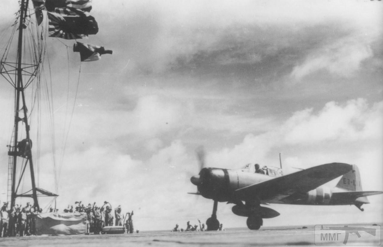 35532 - Посадка Mitsubishi A6M Zero на палубу авианосца Zuikaku, декабрь 1941 г.