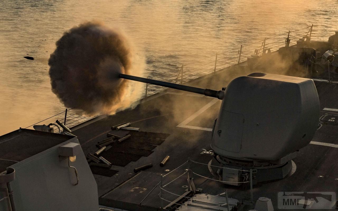 35819 - USS Carney (DDG-64)