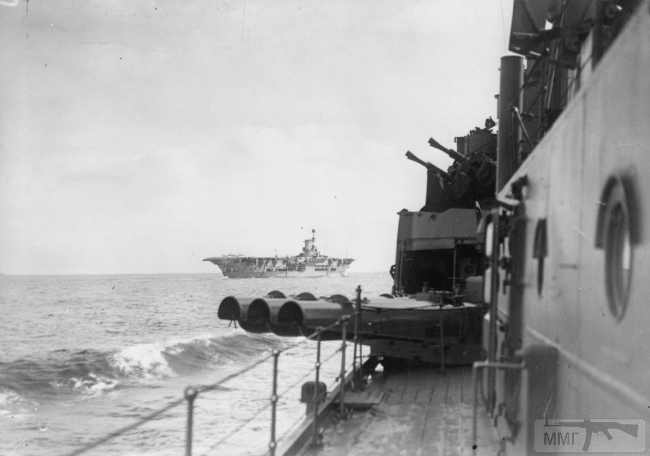 36153 - HMS Ark Royal в море, сентябрь 1941 г., снимок с борта крейсера HMS Hermione
