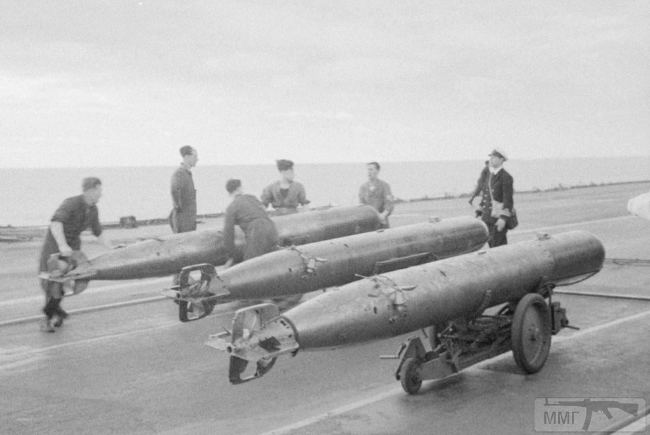 36154 - Торпеды на палубе HMS Ark Royal, апрель 1941 г.