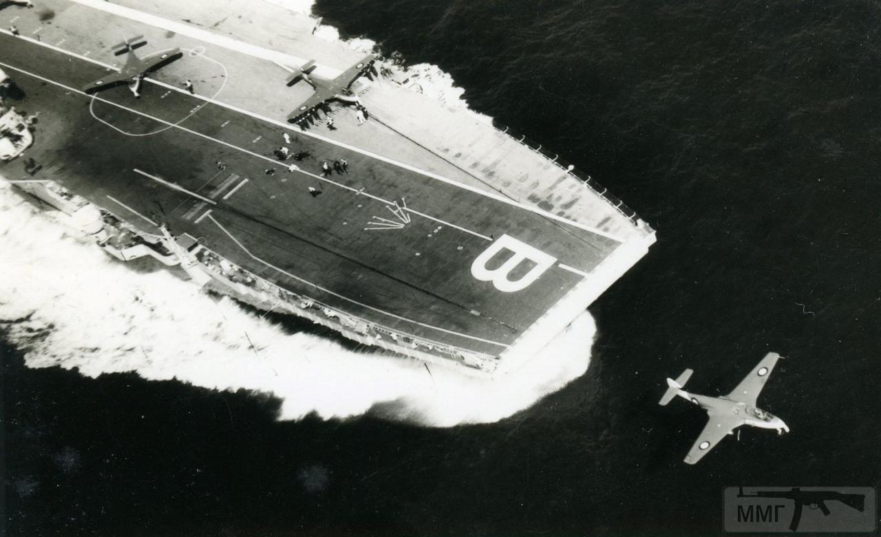 36318 - Взлет истребителя Hawker Sea Hawk с HMS Bulwark (R08), 1956 г.