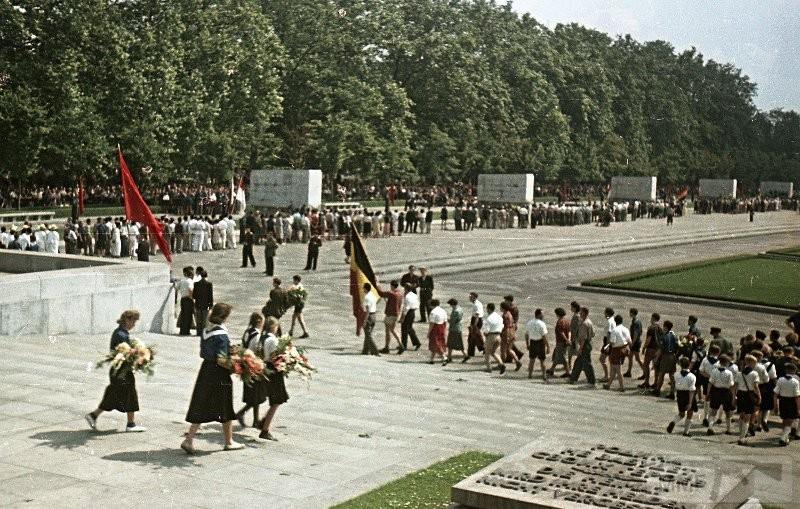 36450 - Короткий ролик - тема о ГДР