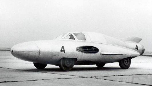 """3655 - ГАЗ ТР """"Стрелка"""", с реактивным двигателем, который мог разгонять машину до 300 км / ч, но в связи с отсутствием скоростных шин и специальной трассы это было не реально, 1954 год."""