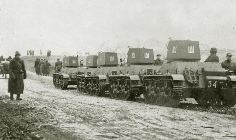 3702 - Танки литовской армии Vickers М33 под Вильнюсом.