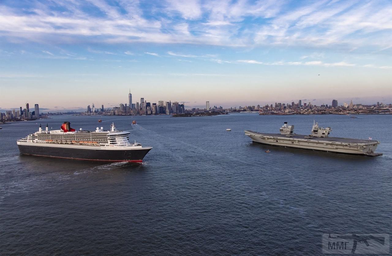 37877 - RMS Queen Mary 2 и HMS Queen Elizabeth (R08) в гавани Нью-Йорка