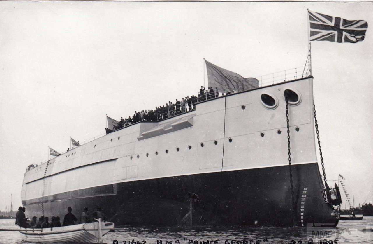 37918 - HMS Prince George после спуска на воду со стапеля Портсмутской верфи 22 августа 1895 г.