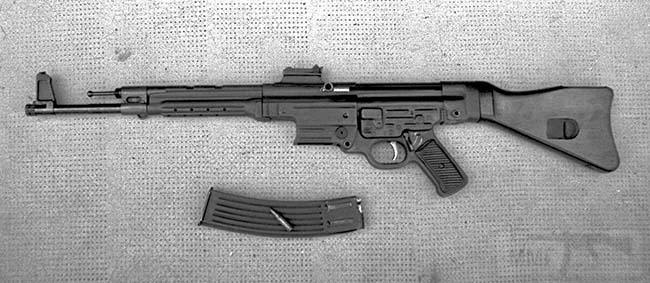 "3937 - Rare photograph of the Argentine CAM 1 rifle, the reverse-engineered clone of the German StG 44 assault rifle made by FMAP-DM in Rosario, Santa Fé Province. The 7.92x33mm round seen on the detached 30-round magazine was locally produced by Fábrica de Militar de Cartuchos ""San Lorenzo"", also in Santa Fé."