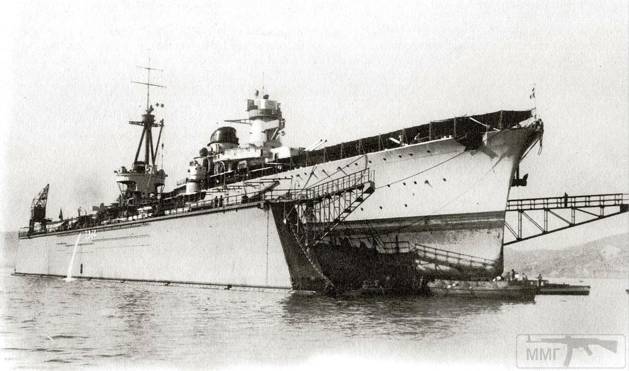 39833 - Легкий крейсер Muzio Attendolo в плавдоке, 1939 г.