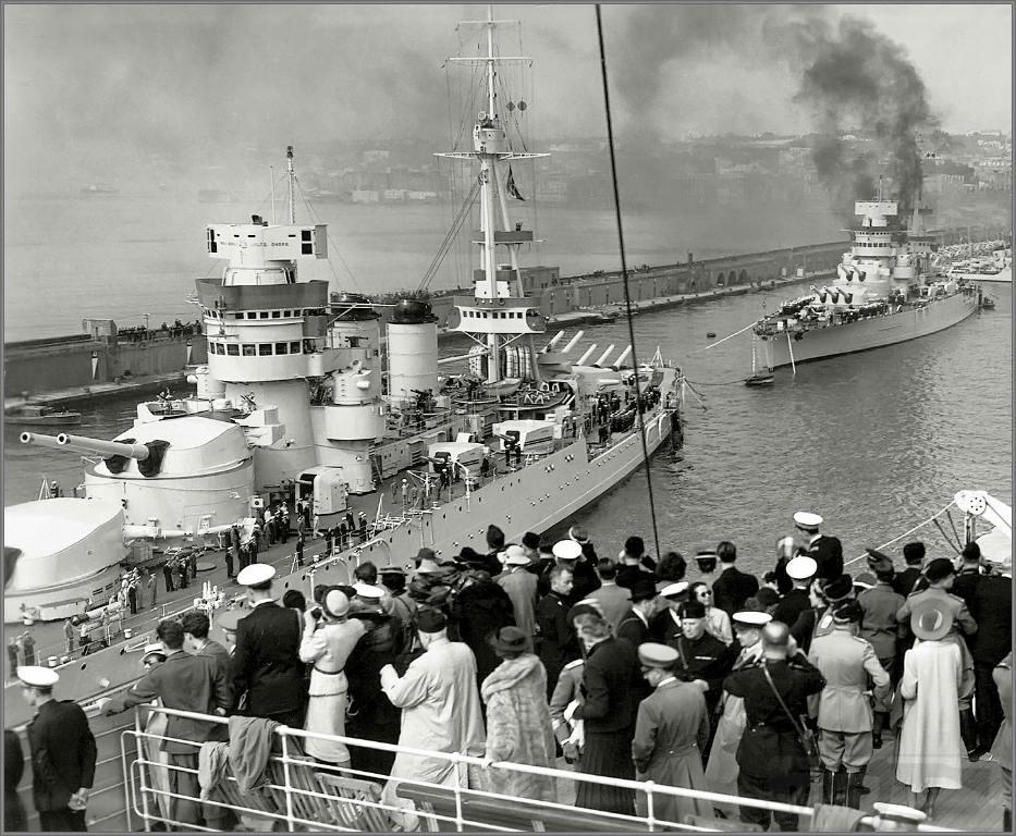 4007 - Italian battleships Conte di Cavour and Giulio Cesare, Napoli, 1938.