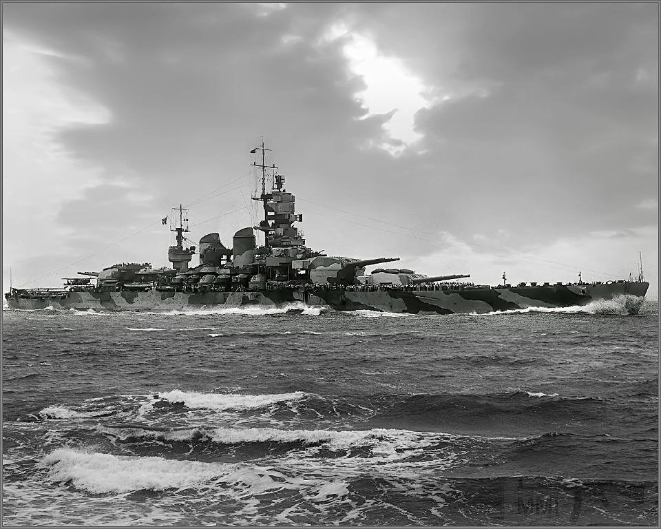 4041 - Italian battleship Littorio at sea
