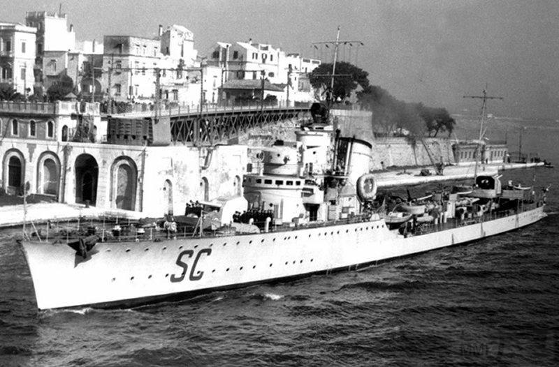 4056 - Italian destroyer Maestrale