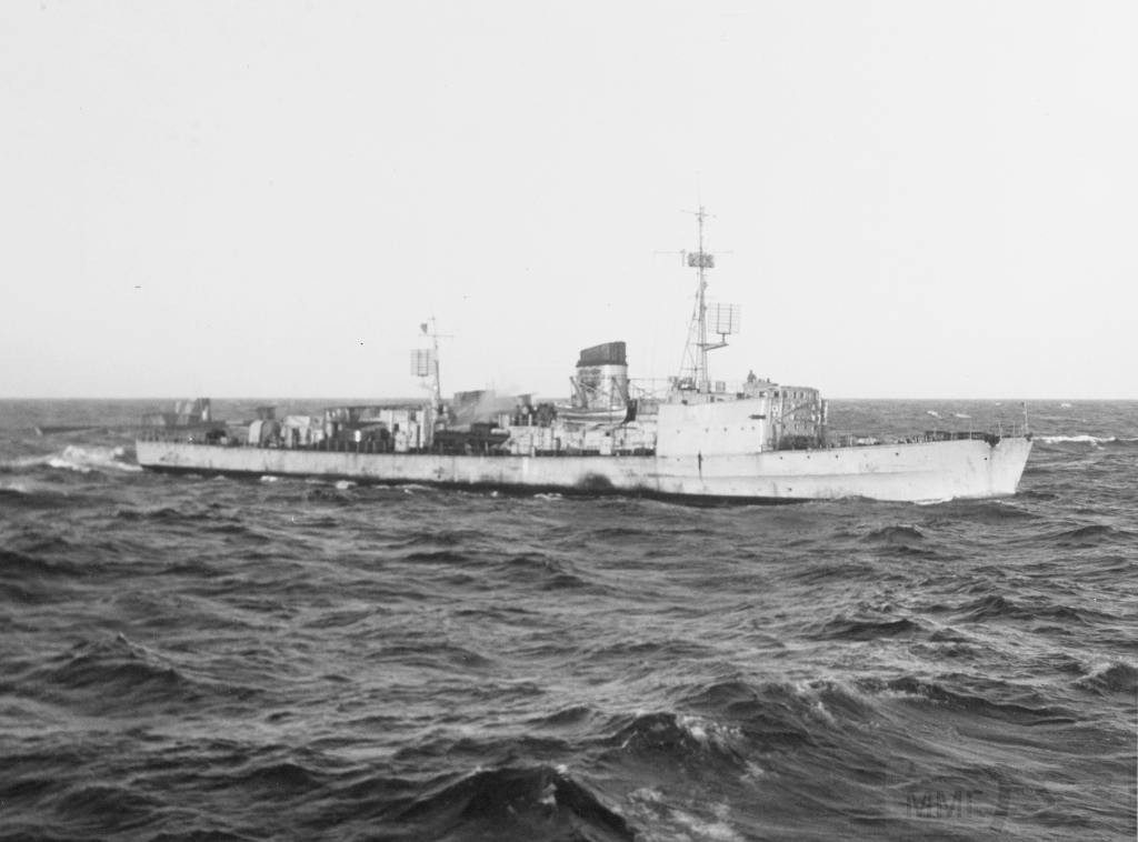 4112 - German torpedoboat T21 at sea on 2 July 1946