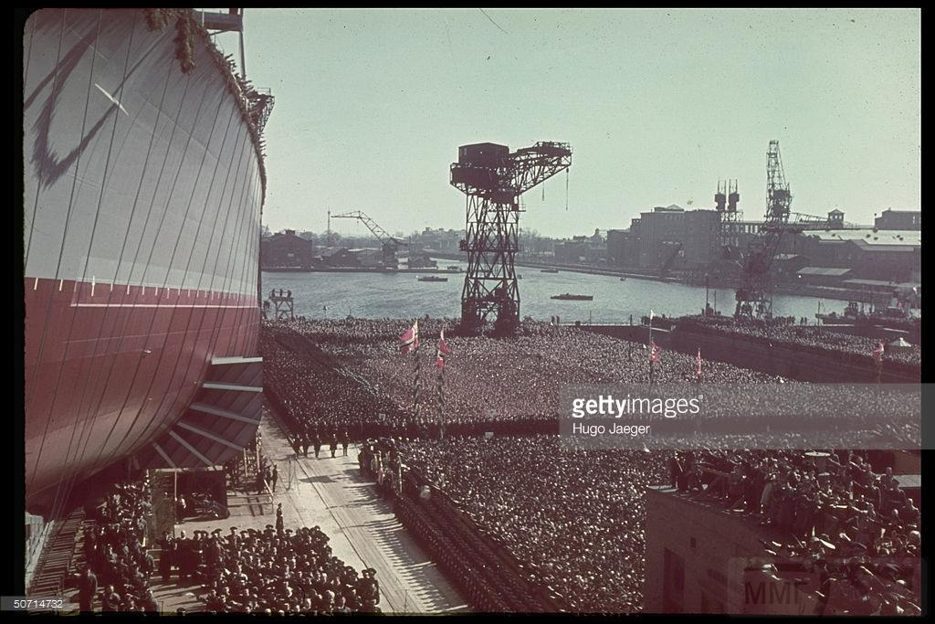 4115 - Launch of German battleship Tirpitz in april 1939