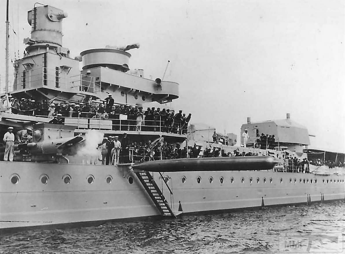 41786 - Пуск торпеды с легкого крейсера Köln, 1935 г.