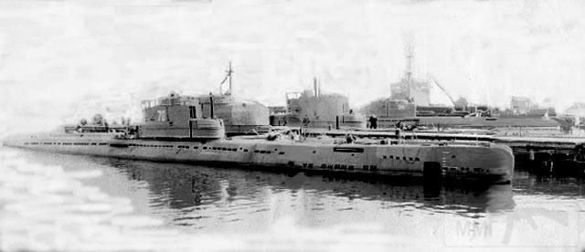 """4180 - Подводные лодки 158-й БрПЛ 27-й КрДиПЛ 4-го ВМФ в Военной гавани г.Либава. Лето 1955 года. Ближняя (б/н 70) предположительно ПЛ С-166 проекта 613 с демонтированной АУ СМ-24 ЗИФ-1, далее ПЛ С-154 проекта 613 с демонтированными АУ и установленной ГАС """"Арктика"""" (закрыта брезентом), за ней еще одна ПЛ проекта 613 с АУ и дальня (б/н 94) - ПЛ Б-29 типа """"XXI"""""""