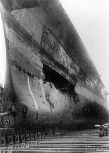 42221 - Линкор Gneisenau в доке после операции Juno