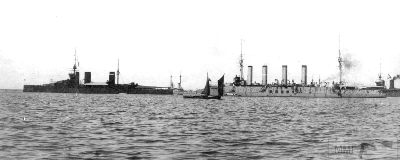 """42225 - Броненосный крейсер """"Адмирал Макаров"""" и линейный крейсер HMS Princess Royal на рейде Кронштадта, июнь 1914 г."""
