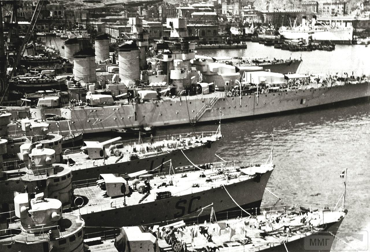 42400 - Линкоры Giulio Cesare и Conte di Cavour. На переднем плане эсминцы Libeccio (LI) и Scirocco (SC)