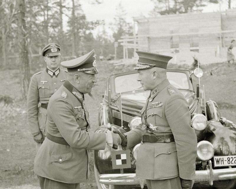 """4272 - Командующий немецкой армией """"Норвегия"""" генерал-полковник Николаус фон Фалькенхорст и генерал-майор финской армии Ялмар Сииласвуо, конец июня 1941 г."""