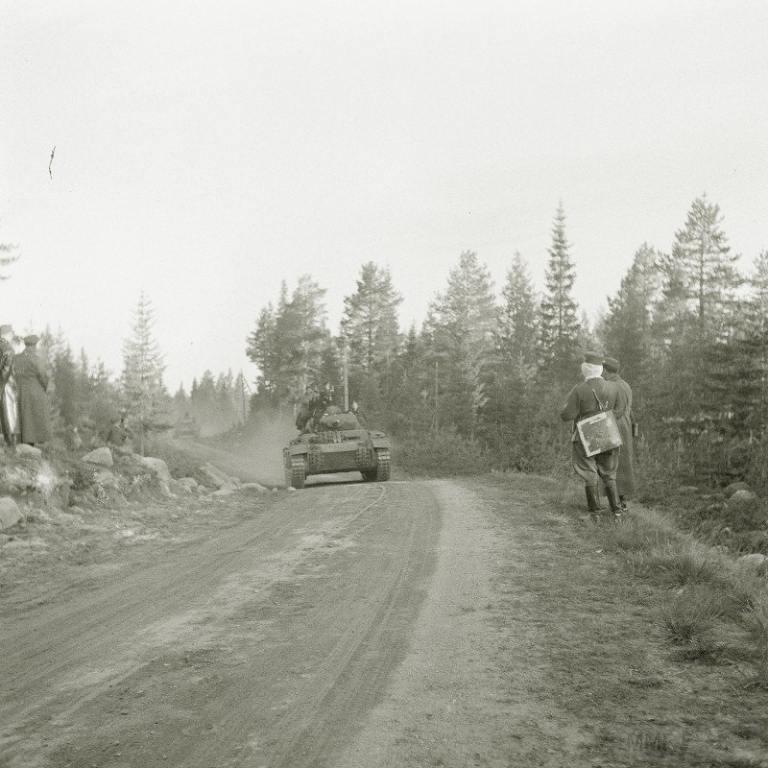 4274 - Вслед за финской пехотой, двинулись танки вермахта
